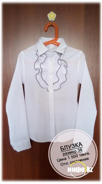 Продам школьную блузку, размер 38.